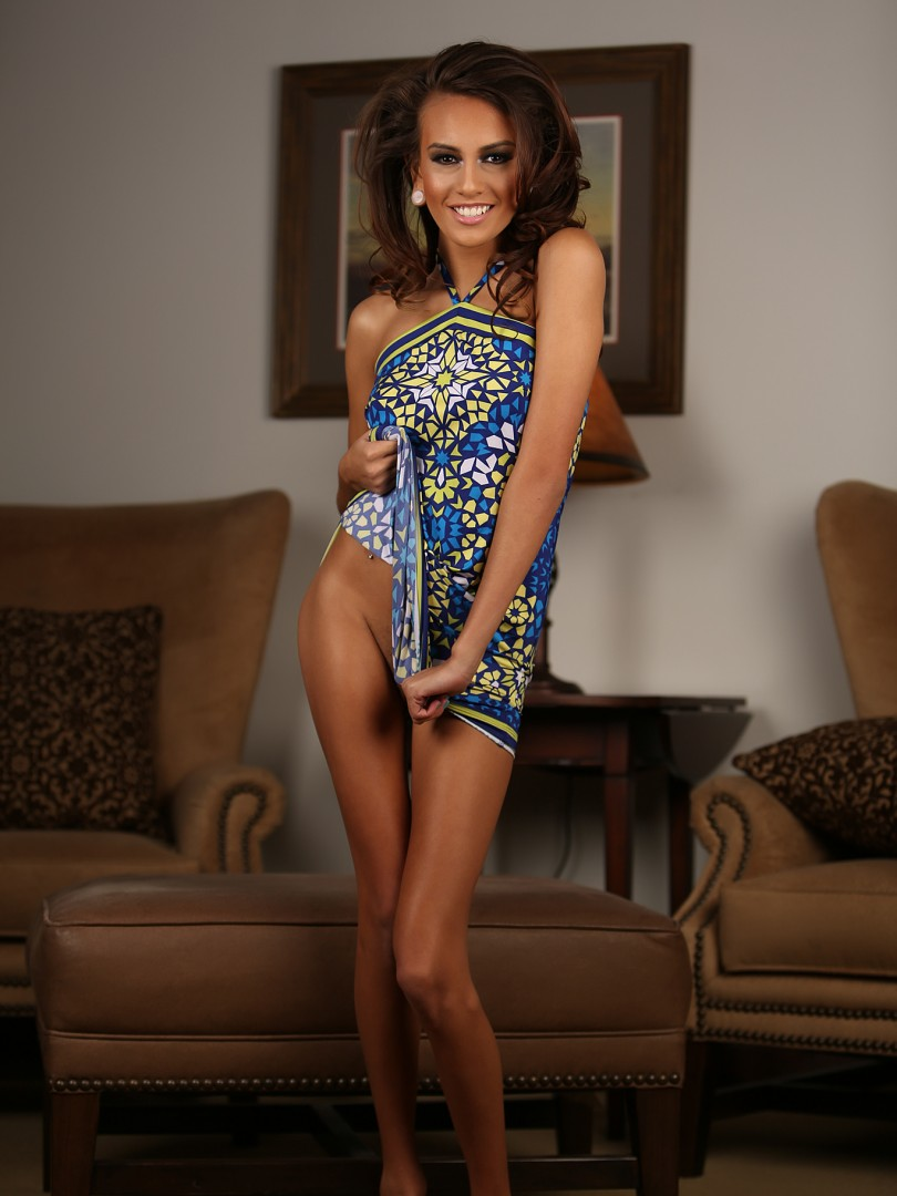 Janice Griffith Drops Her Dress and Parts Her Thighs