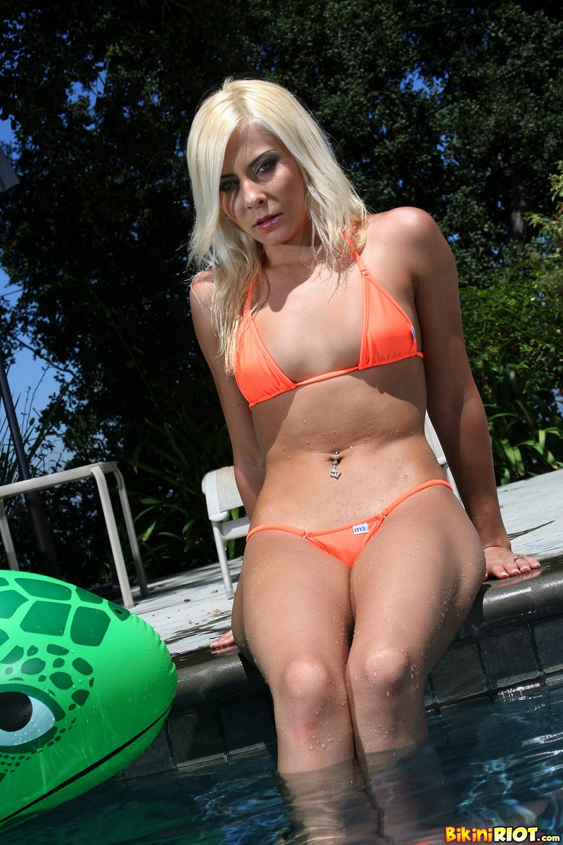 Madison Ivy Tender Pink Pussy Wet in the Pool