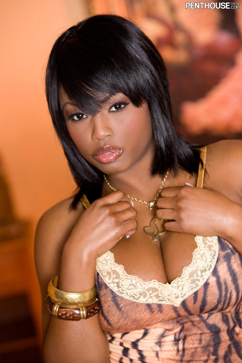Jada Fire Award Winning Ebony Pornstar Bares Big Boobs