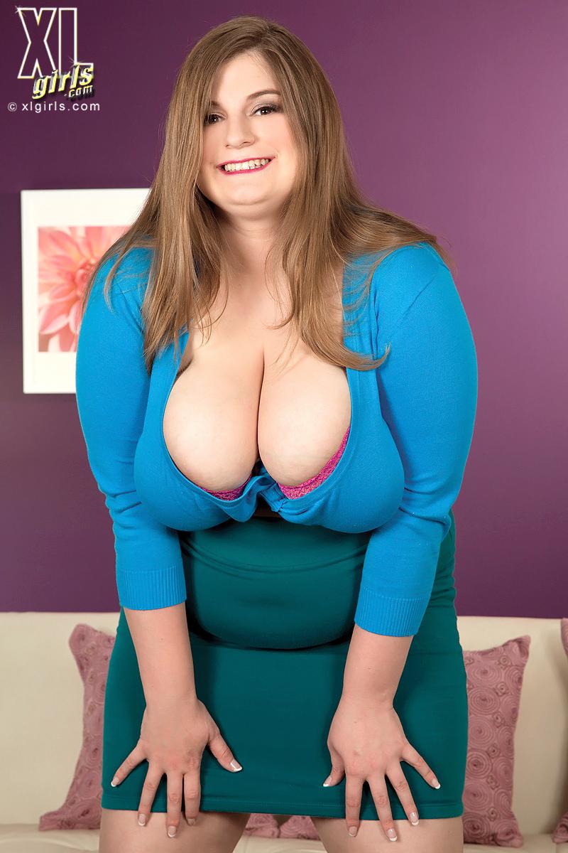 Sarah Rae BBW Blonde Shares her Busty Fleshy Bounty