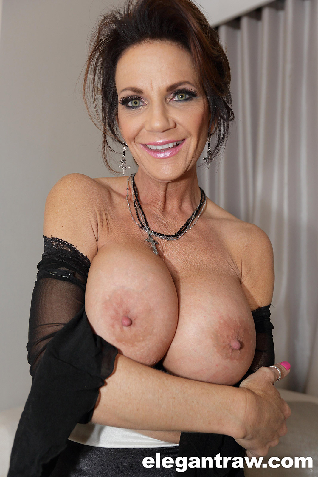 Deauxma anal